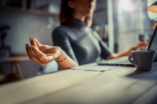 4 exercices de sophrologie pour bien vivre le confinement | Santé Magazine